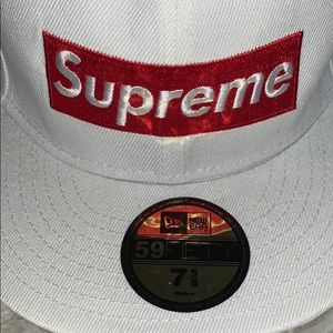 SUPREME HAT NEW